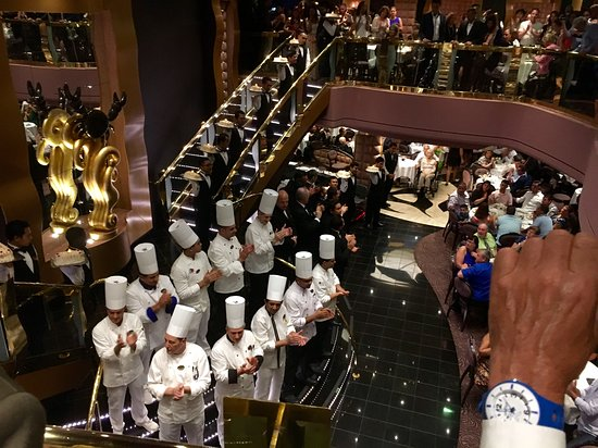 MSC Divina: Chefs and waiting staff in black crab