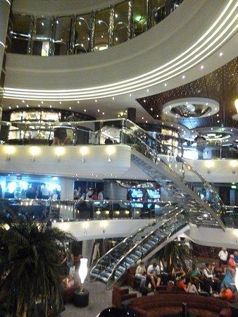 MSC Divina: Gorgeous atrium