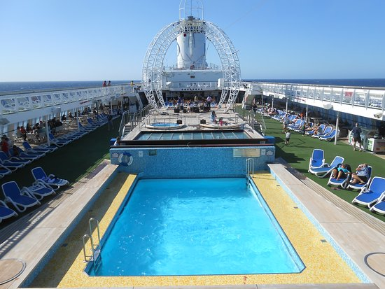 Pacific Jewel: Pool and spa deck