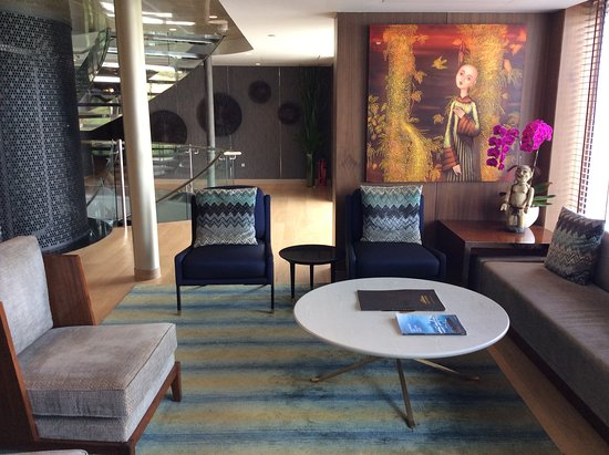 Scenic Spirit: Comfortable seating and beautiful artwork in the lobby