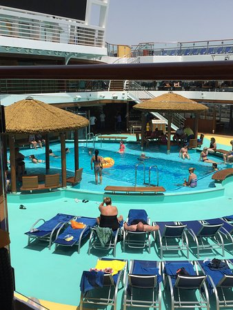 Carnival Vista: Lido deck
