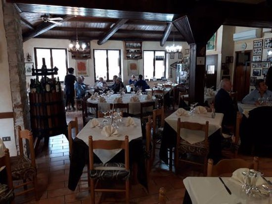 Da Maria: A view of the dining room.