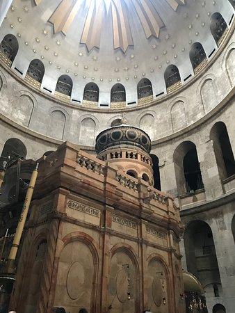 Église du Saint-Sépulcre: Sépulture