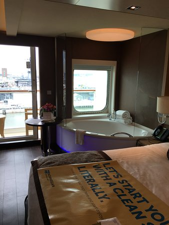 Norwegian Breakaway: Spa Suite 14728