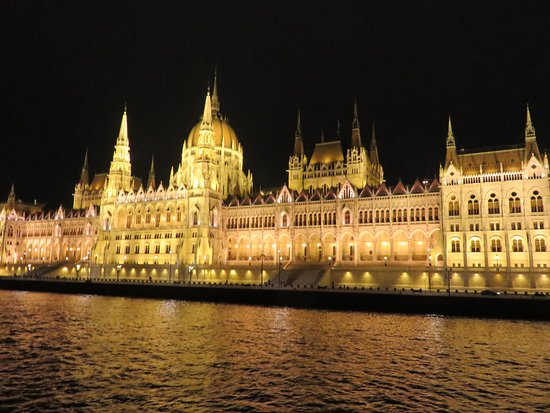 Viking Aegir: The night cruise after dinner in beautiful Budapest was a special treat!