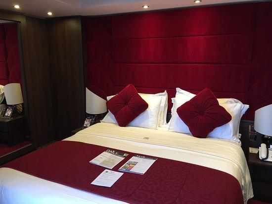 MSC Divina: Suite bedroom 16007