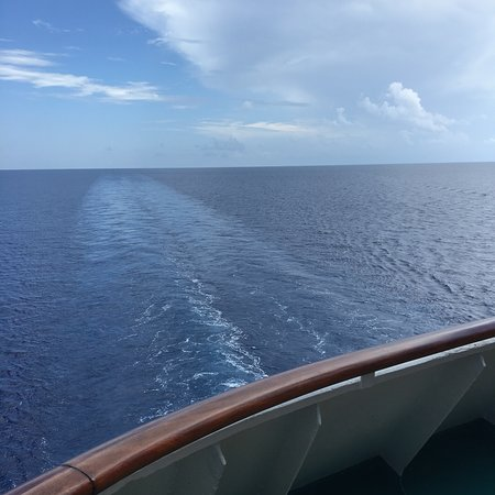 Empress of the Seas: Beautiful small ship, good quality of food, great service and activities, everything OK.., BUT, it smells like shit all the time, it makes your experience absolutely unpleasant.