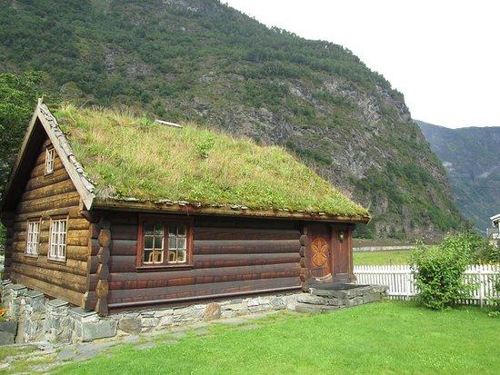 Magellan: House near Flam