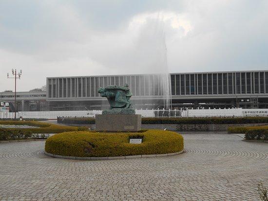 Arashi no Naka no Boshi Statue