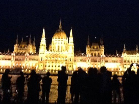 Viking Skirnir: Budapest at night