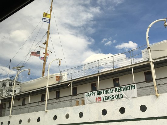 Pearl Mist: Old cruise boat tour