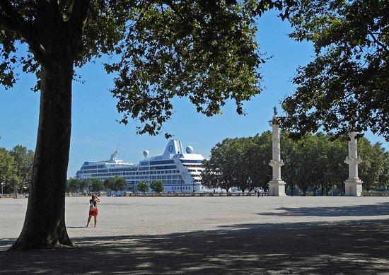 Sirena docked in the center of Bordeaux