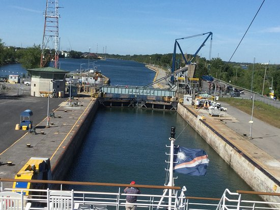Pearl Mist: Entering a lock the on St Lawrence Seaway