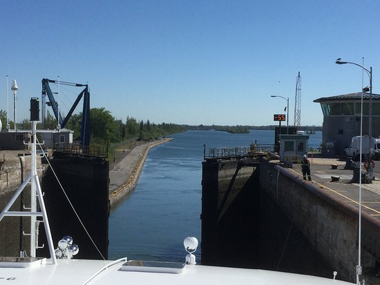 Pearl Mist: Lock emptied and gate opening on the St Lawrence Seaway