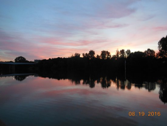Viking Kadlin: View of the Seine at dawn from our cabin