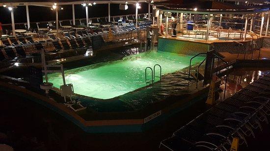 Empress of the Seas: Main pool deck