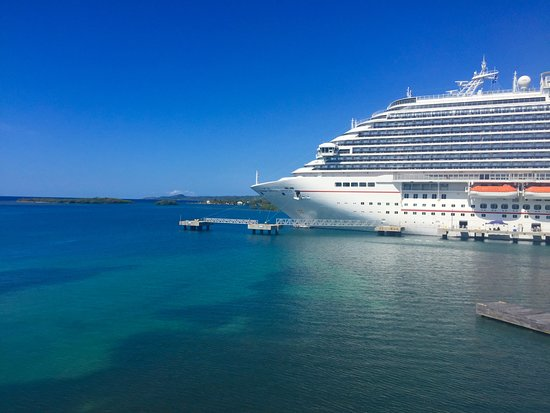The Carnival Breeze in port Rostand Honduras