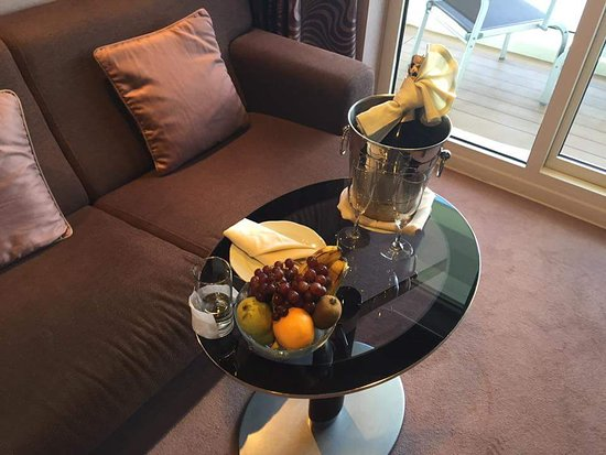 MSC Divina: Champagne on arrival. Fresh fruit daily and a fully stocked minibar. WELCOM