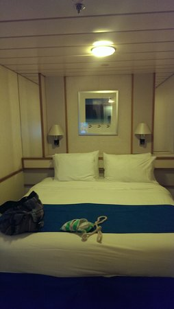 Empress of the Seas: Internal room,immaculate and bright!