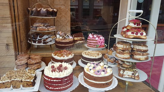 The Rubarb Cake I recommend is the first one in the second row of cakes.