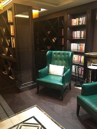 Seven Seas Explorer: Wonderful furnishings of the Library