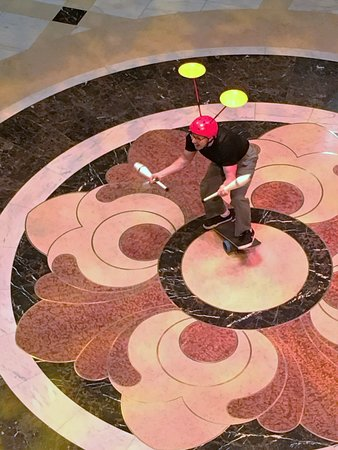 Regal Princess: Funny and entertaining juggler in  the piazza