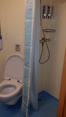 Carnival Breeze: Big bathroom with shower and stool
