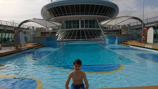 Marella Discovery: Outdoor pool