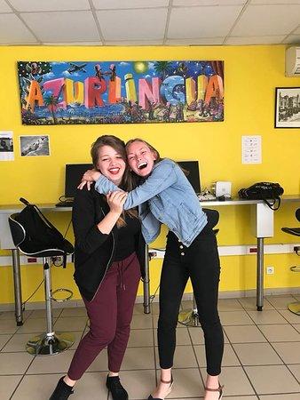 Azurlingua, ecole de langues Nice, France: Etudiantes en salle de pause !