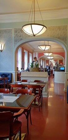 Cafe Louvre: grande salle