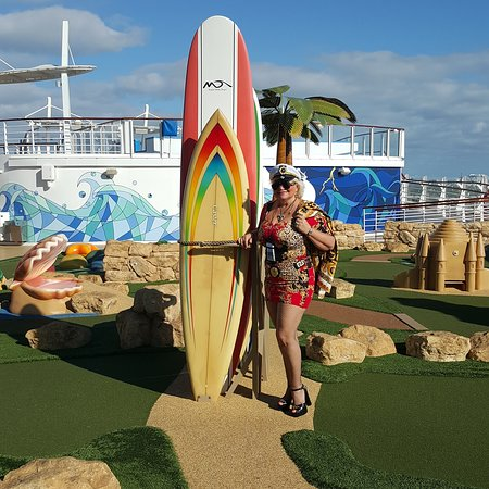Harmony of the Seas: Sport deck 15 harmony dunes, zip line, flow rider, ultimate Abyz much more