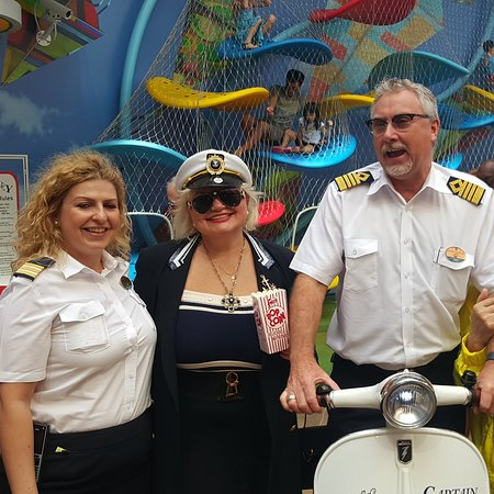 Harmony of the Seas: Crown anchor society event with Captain Johnny