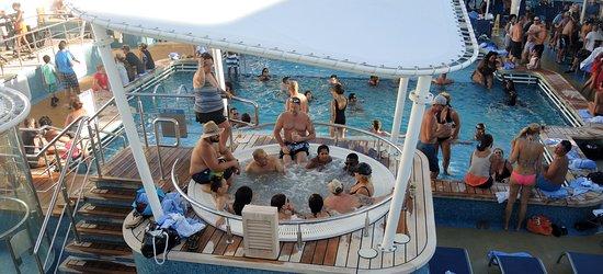 Norwegian Getaway: Mob by the pool.