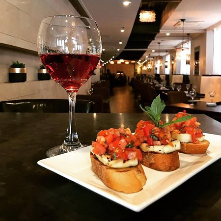 Happy hour drinks and food specials for everyone 3-7pm!  #mazidc #washingtondc #dcfood #happyhour #dchappyhour #winelover #bruschetta #santoriniwine #dcfoodie #instafood