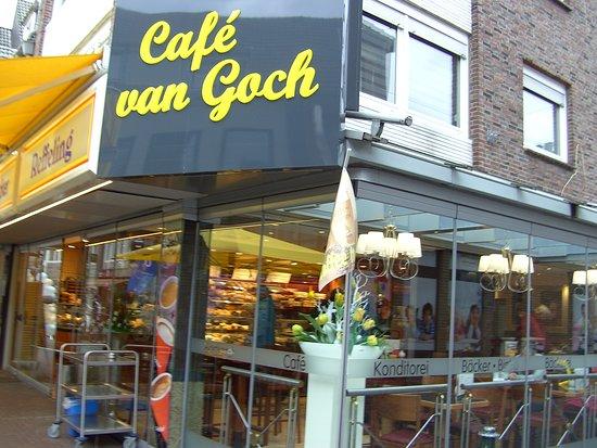 Arnold Jansen Denkmal:: Cafe van Goch, auf der Einkaufstraße von Goch.