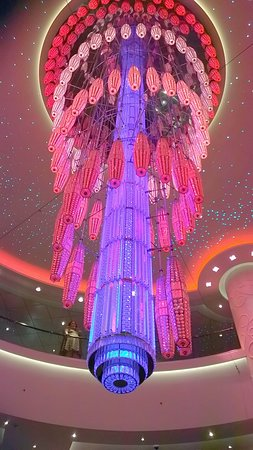 Norwegian Getaway: A closer view of the chandelier on the NCL Getaway Cruise Ship