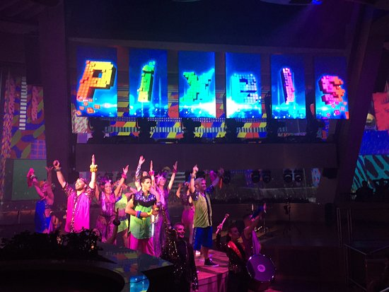Ovation of the Seas: Pixels in 270
