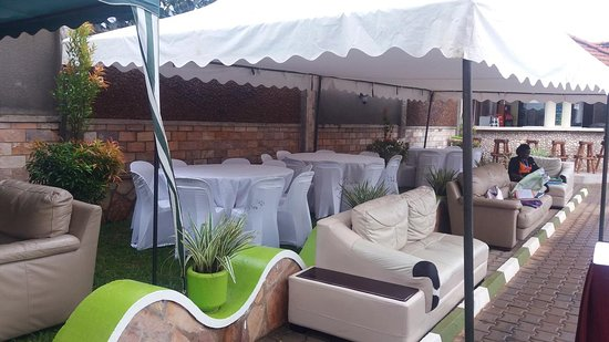 Mowicribs Hotel and Spa: outdoor lounge