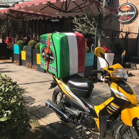 Tirana, Albánia: Napoletana Pizzeria . Rr Kavajes, prane ish-parkut te autobuzave . +355693800008   +355697700770 +355(0)4 56 28 288 Facebook / Instagram    Pizza Napoletana
