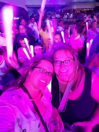 Norwegian Escape: Glow Party at H20....So much fun!