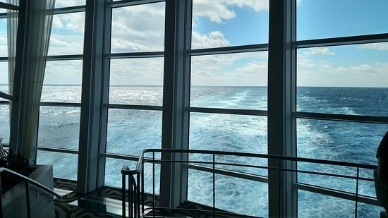 Anthem of the Seas: Floor to ceiling views from lounge