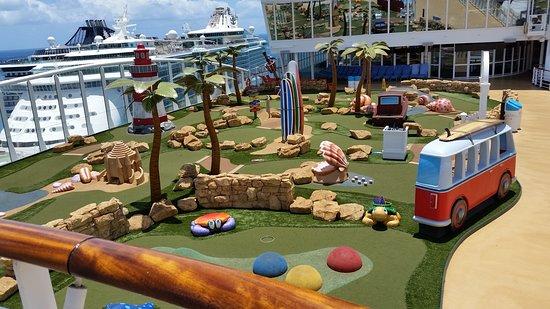 Harmony of the Seas: Minigolf.