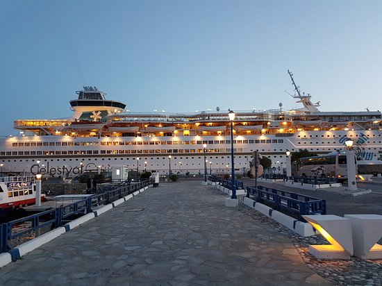 Celestyal Olympia: Cruise in the evening light at Mykonos port