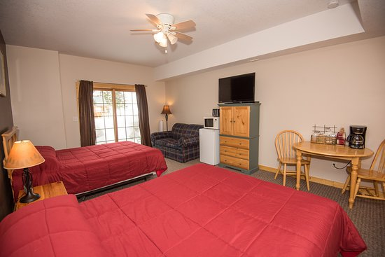 Two Queen Guest Room at Skyport Lodge