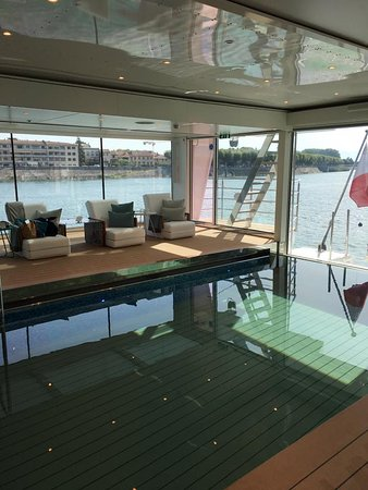 Emerald Liberte: More pool