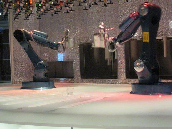 Anthem of the Seas: Bionic Bar.