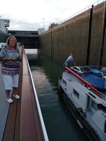 Viking Hlin: Going into the locks