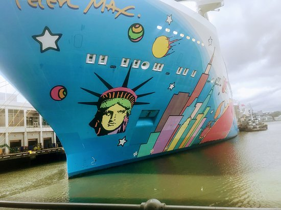 Norwegian Breakaway: Breakaway ship docked in Manhattan.
