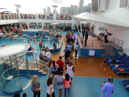 Norwegian Escape: Just leaving port and having a dance party