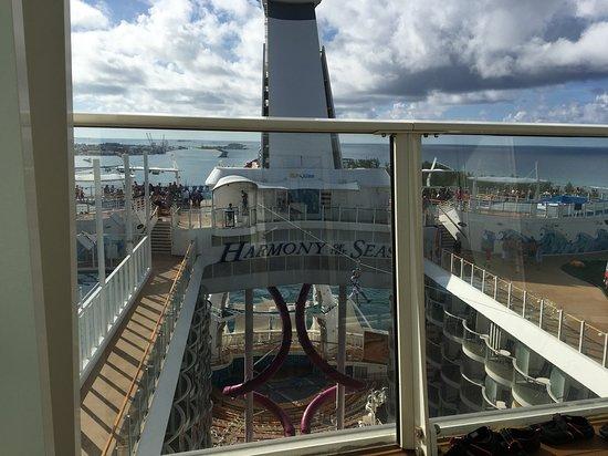 Harmony of the Seas: crown loft suite 1736